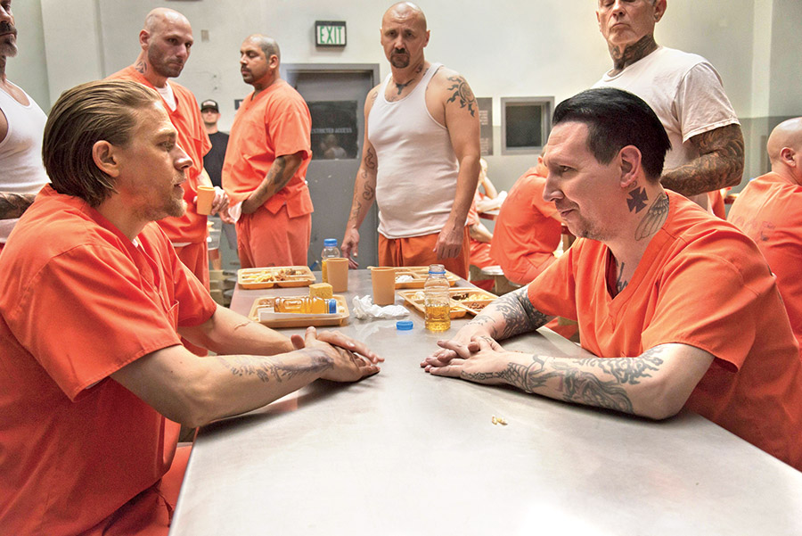 sons-of-anarchy-season-7-charlie-hunnam-and-marilyn-manson