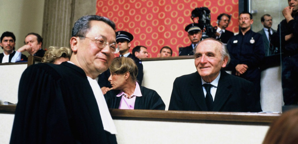 Jacques Vergès, avocat de la défense, et Klaus Barbie