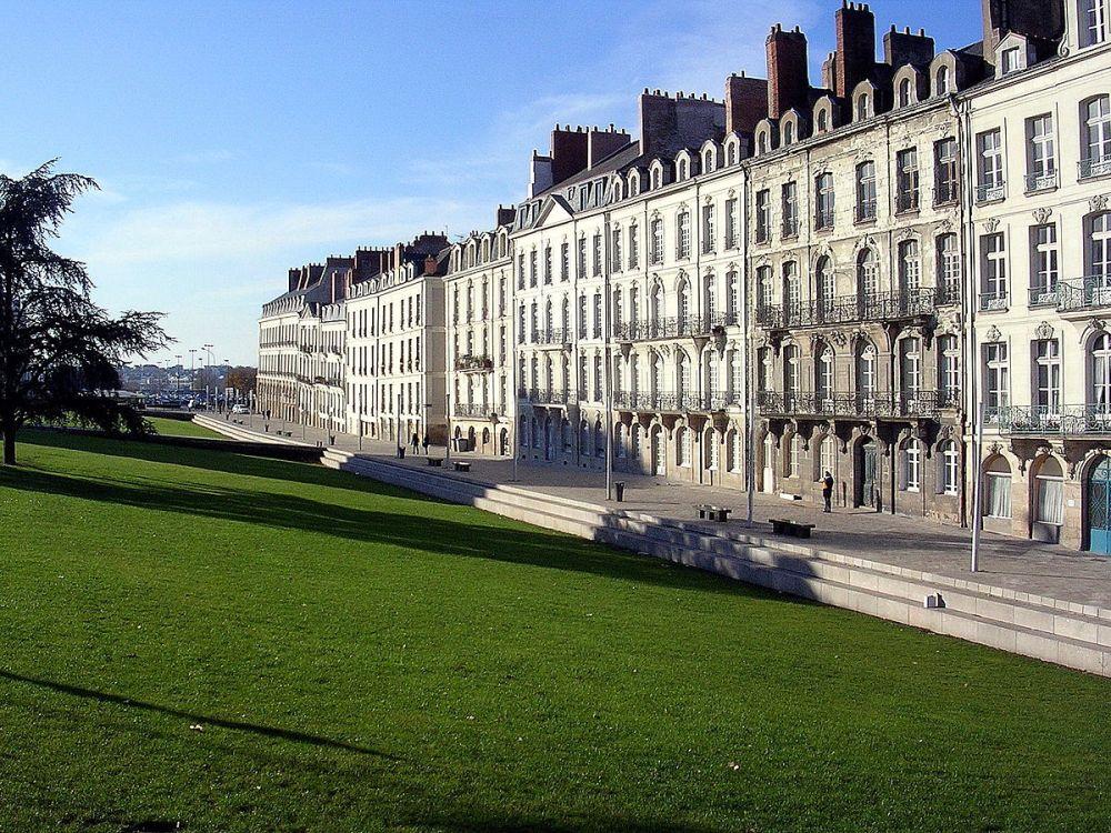 1200px-Feydeau_Nantes_2