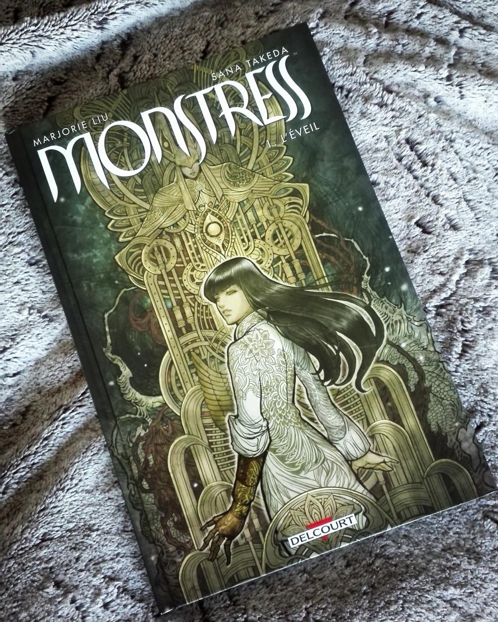 tomabooks-Monstress-marjorie-liu-sana-takeda