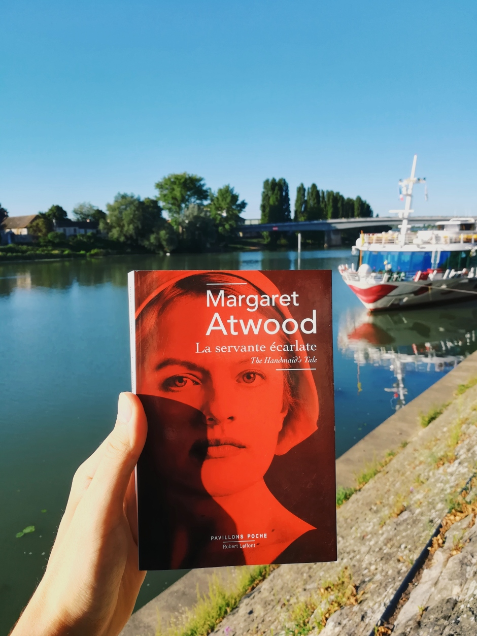 tomabooks-the-handmaids-tale-margaret-atwood