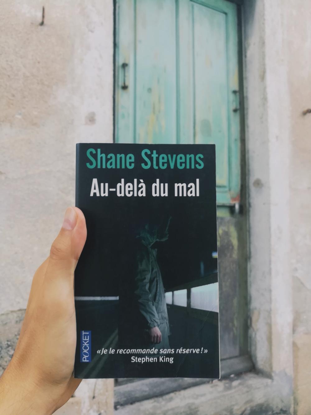 tomabooks-au-dela-du-mal-shane-stevens