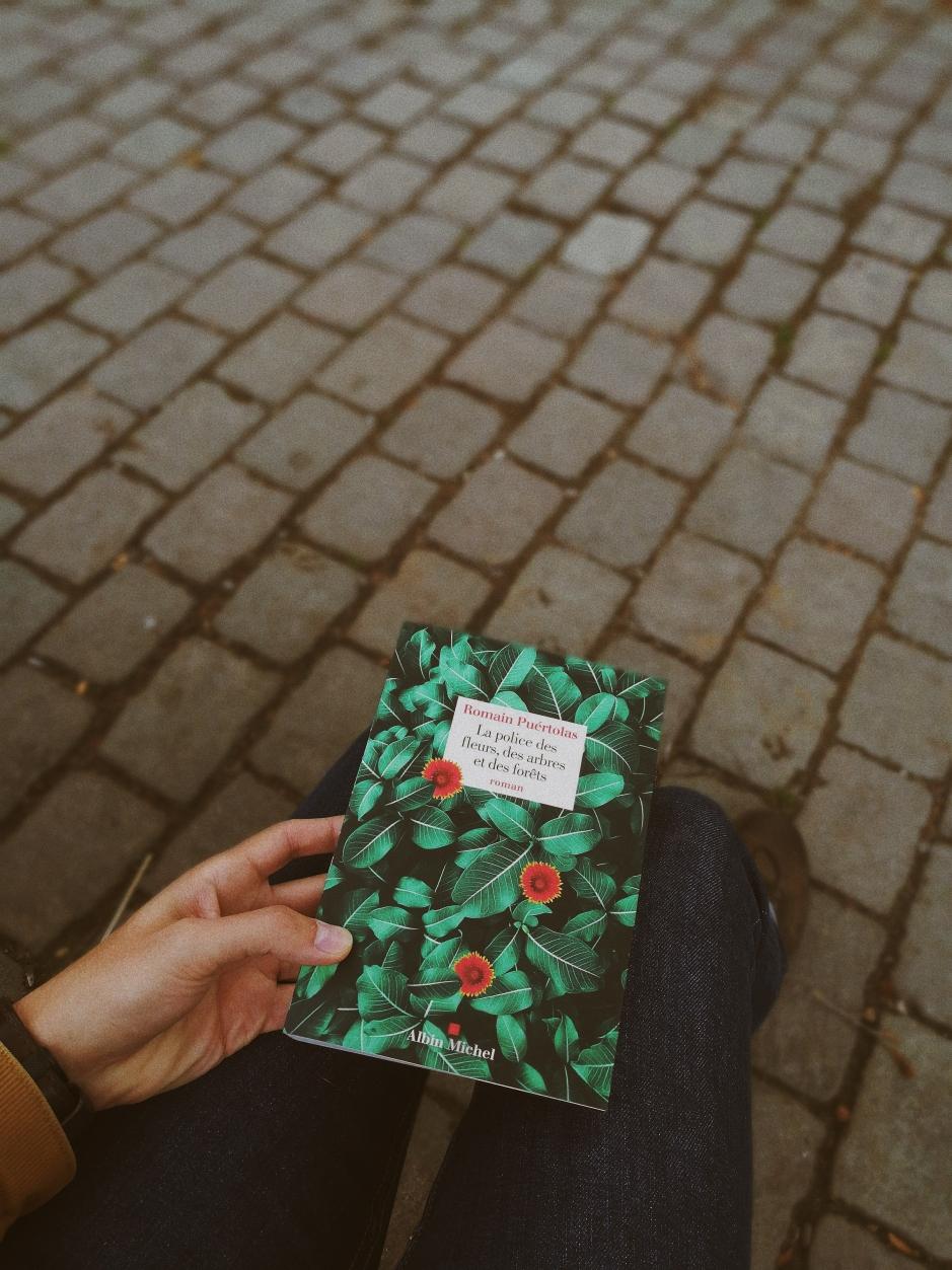 la-police-des-fleurs-des-arbres-et-des-forets-romain-puertolas